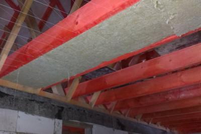 Утеплитель между потолочных поперечных балок