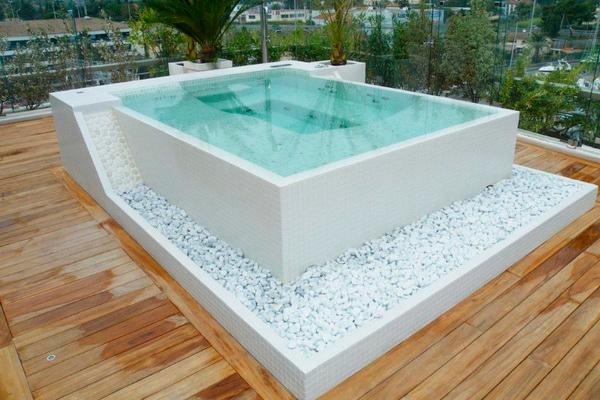 Бетонный бассейн на террасе