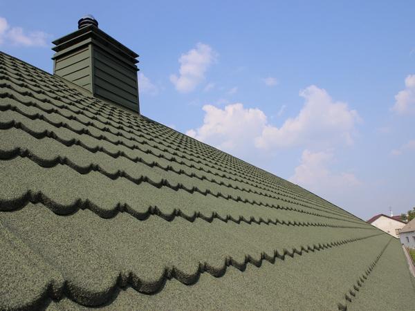 Пример крыши, покрытой композитной черепицей
