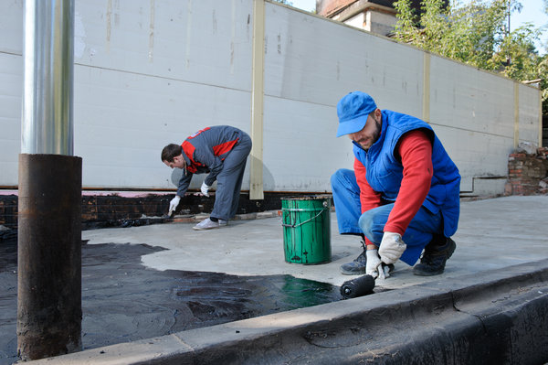 Нанесение праймера на бетонное основание