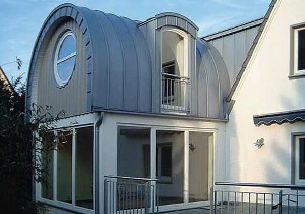 Бочкообразная крыша дома