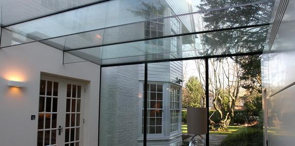 Панорамная стеклянная крыша на стальном каркасе