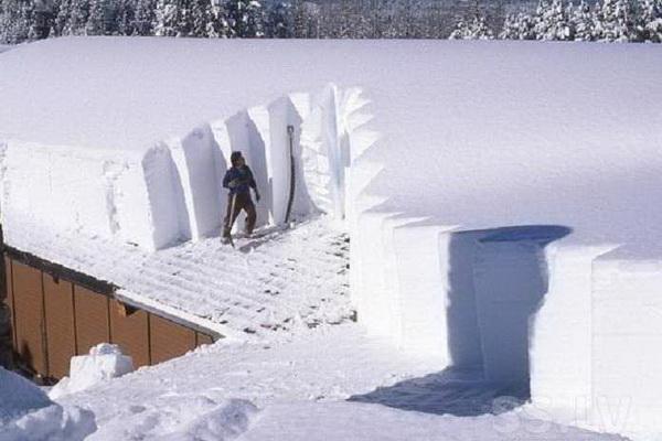 Во время снежной зимы нагрузка на крышу может быть очень большой