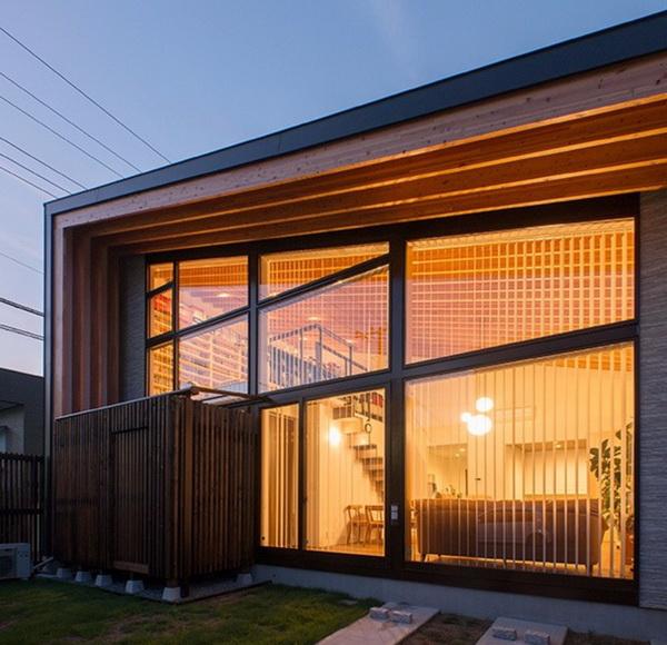 Односкатный дом с остекленным фронтоном
