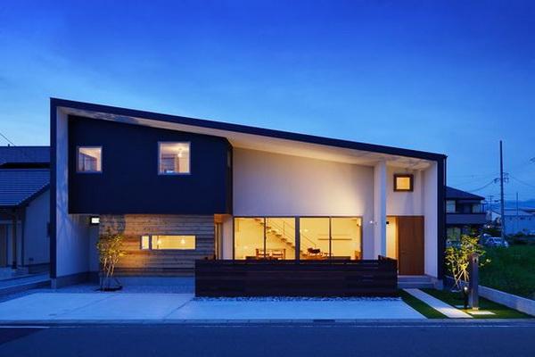 Односкатный дом с остекленными гостевыми зонами