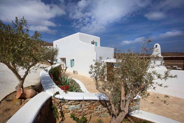 Греческий дом с односкатной крышей