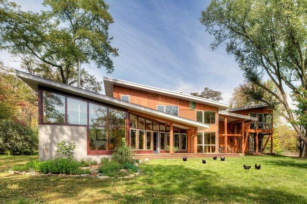 Дом сложной формы с односкатной крышей