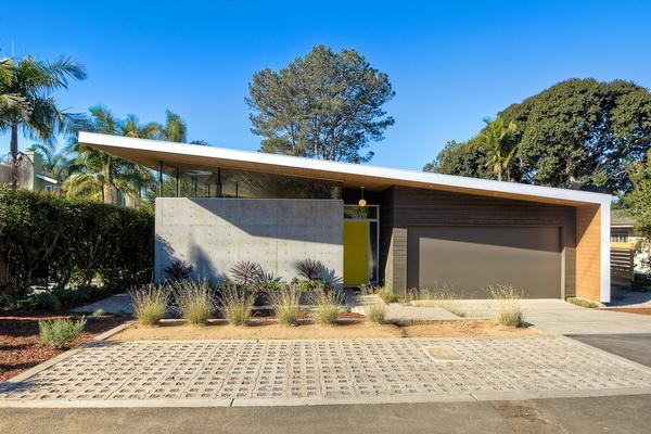 Односкатная крыша дома из бетона