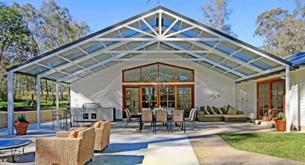 Двускатная крыша из поликарбоната