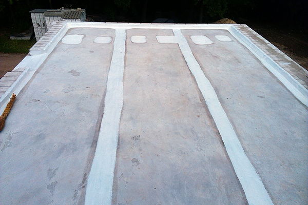 Бетонная поверхность, подготовленная под нанесение битумного праймера