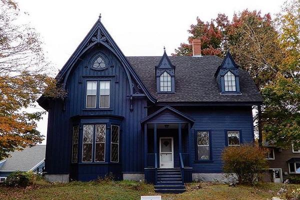 Украшение фронтона деревянного дома в викторианском стиле