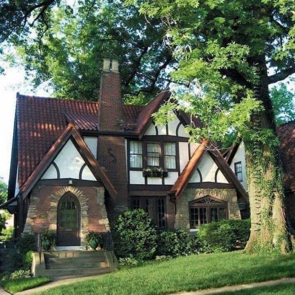 Фахверковый дом с простым фронтоном