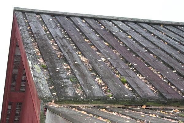 Крыша из досок быстро разрушается