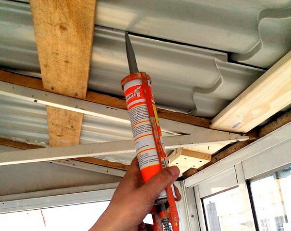 Полиуретановый герметик для металлической крыши