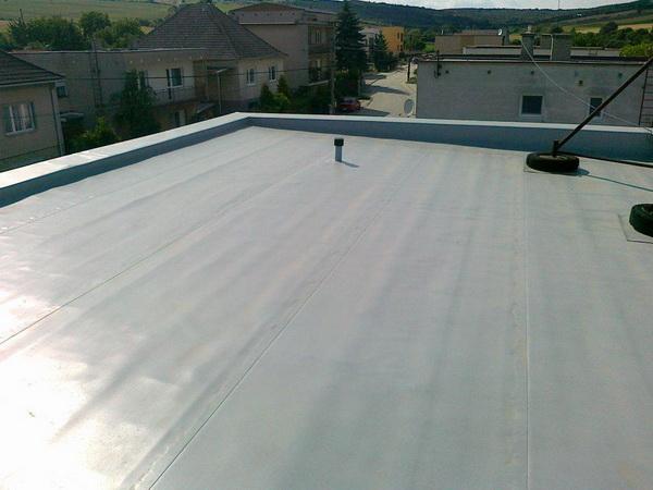 Плоская крыша с равномерным уклоном
